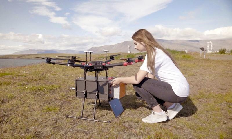 冰岛首用无人机配送包裹