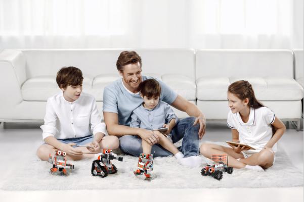 优必选副总裁张成文:软硬件兼顾 深度布局机器人未来