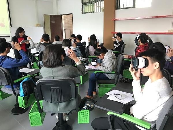 VRIC姜鹭:不能为了技术而技术 VR教育要做点有意义的事情
