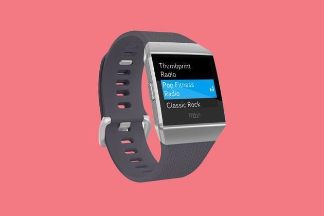 向苹果宣战 Fitbit发布首款智能手表