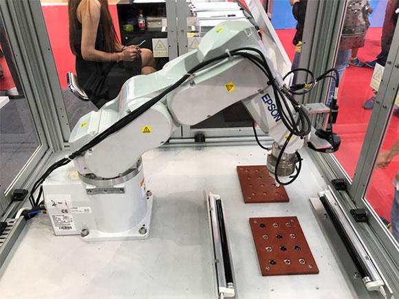 愛普生攜多款工業機器人創新方案亮相2017世界機器人大會
