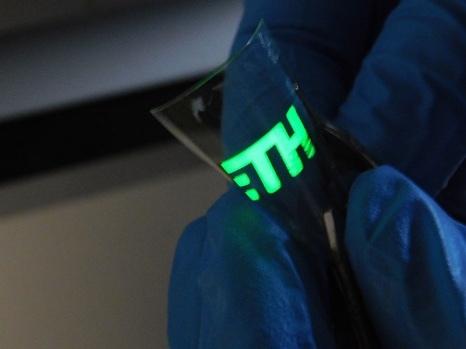 超薄4.8纳米钙钛矿材料,实现超纯绿光的生产技术突破