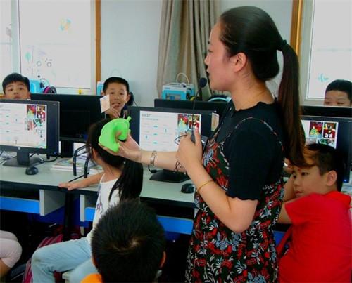 3D打印进洪小 让学生们感受科技的神奇