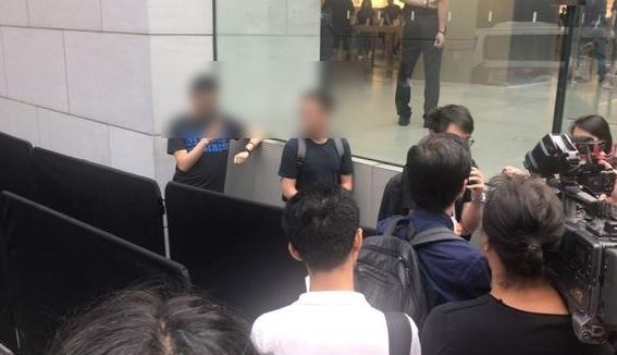 仅3人排队 香港iPhone 8首发超冷清