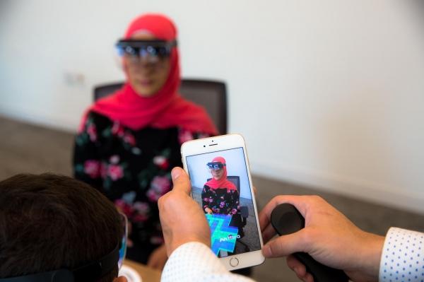 """99美元的Mira Prism 将iPhone变成一个迷你""""HoloLens"""""""