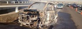 天津买来七个月的电动车行驶途中起火 烧得只剩骨架!