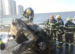 再现电动汽车起火事故:被烧只剩骨架!