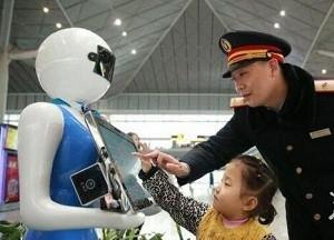 春运潮流味十足!进站刷脸、VR导航、外加机器人