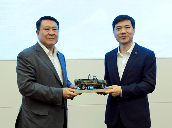 """北汽与百度战略合作 打造""""人工智能+汽车""""生态"""