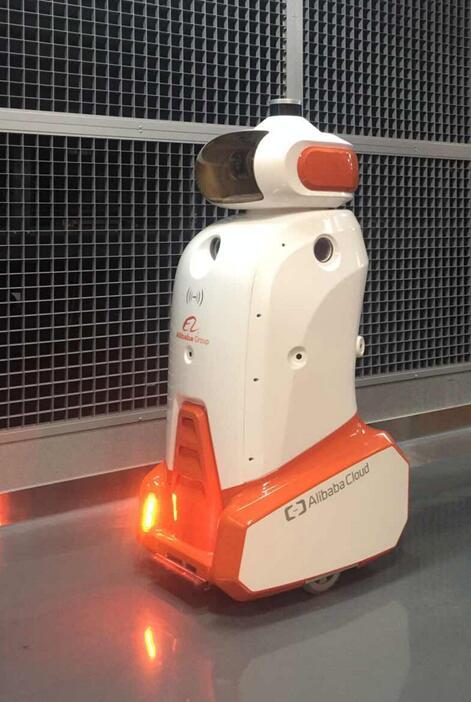 阿里展示首个IDC智能机器人 实现人机合作