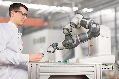 未来10年工业机器人与协作机器人市场发展预测