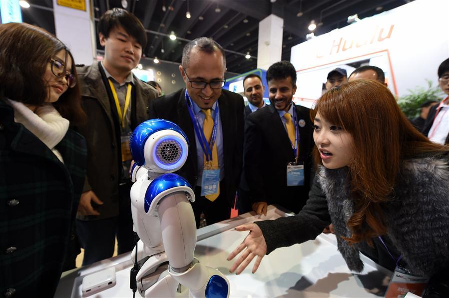 谁说装博会不好玩?3D全景海报,机器人嘉年华,义乌装博会大打人工智能牌