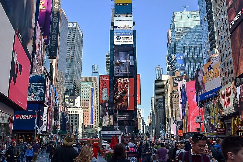 十九大开幕之日,这家企业在纽约时代广场让世界见证 中国绿色发展