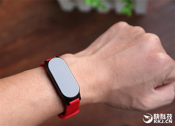 腾讯手环Pacewear S8开箱图赏:悬浮OLED屏