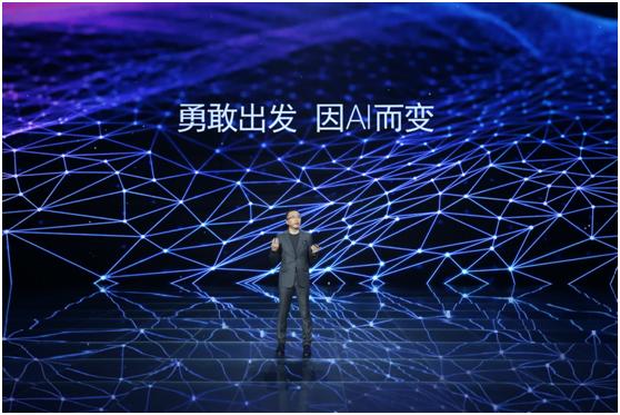 """荣耀发布人工智能手机荣耀V10,掀起行业""""AI速度革命"""""""