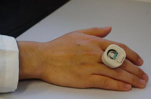 这个智能戒指神了 还能检测化学威胁