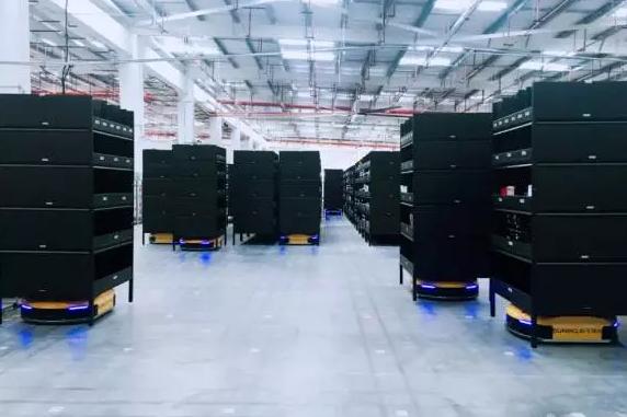 苏宁AGV仓迎接托盘机器人