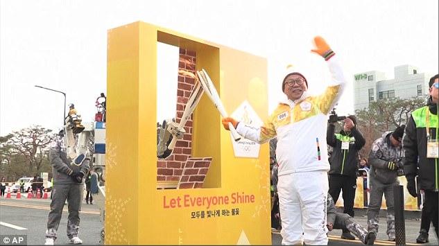全球首次!韩国启用机器人传递冬奥会圣火