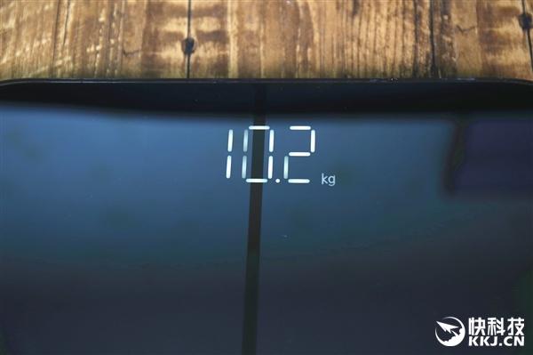 精准至0.1kg 华为首款智能体脂秤开箱图赏
