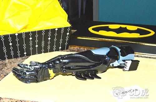 Fabrilab为哥伦比亚儿童提供3D打印的超级英雄假肢