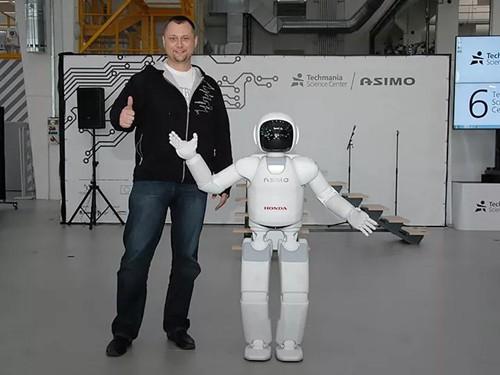 人形机器人中绝对的第一 本田和丰田两款成精的机器人