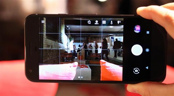 """没法忍!用户投诉谷歌Pixel 2 XL前置扬声器有""""嗡嗡声"""""""