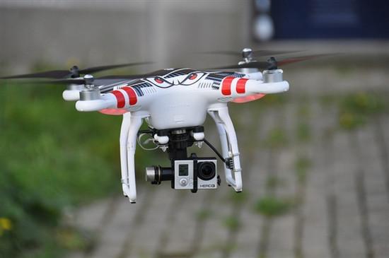 """工信部支持设无人机专业 有""""飞手""""月入10万"""