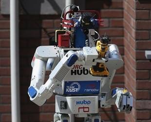 机器人早报:快递机器人为何刚刚上路就被叫停了?
