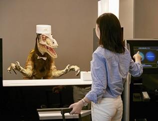 你走进这家智能酒店 却看见前台蹲着一只恐龙