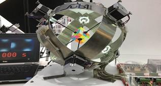 德国一机器人0.637秒破解魔方打破世界纪录