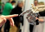 """机器和人能谈恋爱? 中国团队提出""""情感交互""""标准"""