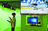 戴上VR眼镜体验 驾驶预警机的快感