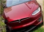 罕见特斯拉Model X创始人系列车型撞毁 自动驾驶要背锅?