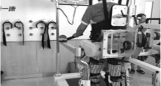 """医学机器人""""进医院 瘫痪病人不用人扶也能走"""
