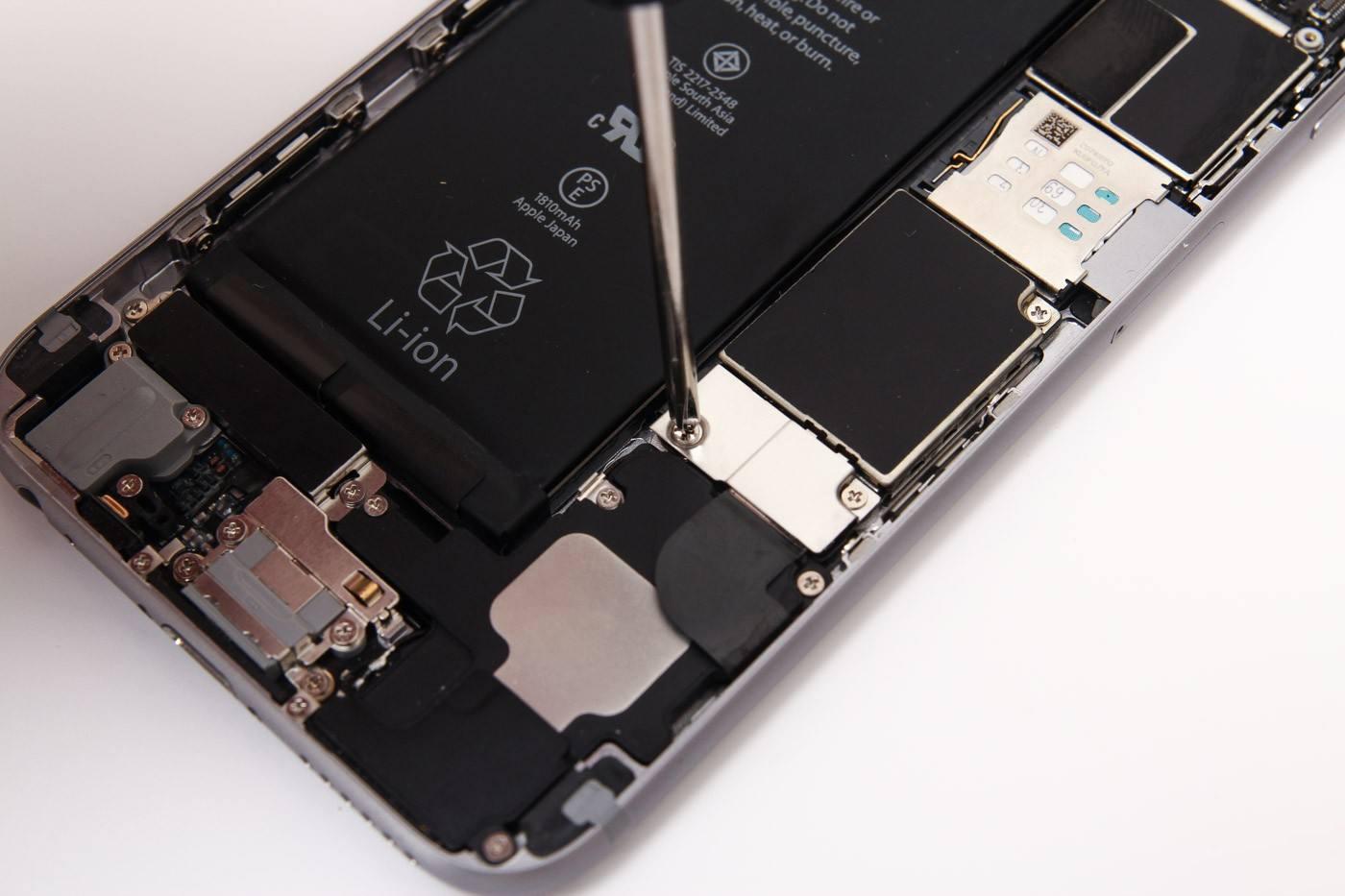 """苹果""""降频门""""后 还有一半以上被调查者原谅苹果"""