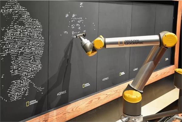 """与AI赛跑?麻省理工发布AI指数 称人类常常""""错估""""人工智能"""