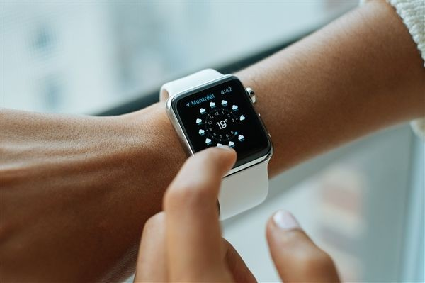 Apple  Watch一到医院就不停重启:原因竟是它