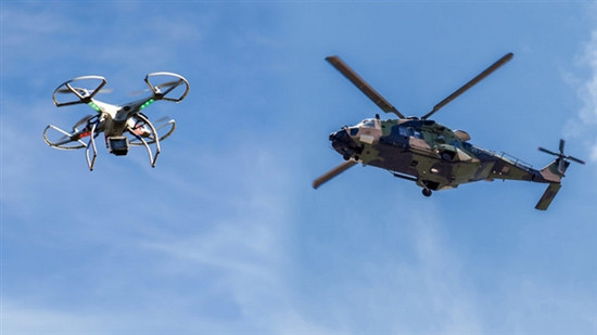 这台大疆无人机厉害 差点撞翻黑鹰直升机