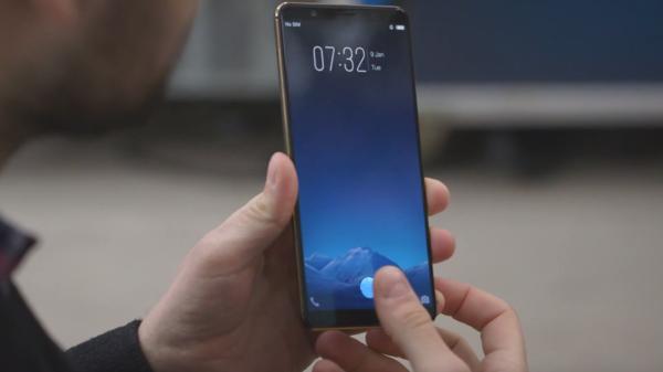 2分钟看CES 2018第二天劲爆新品:vivo屏下指纹亮了!
