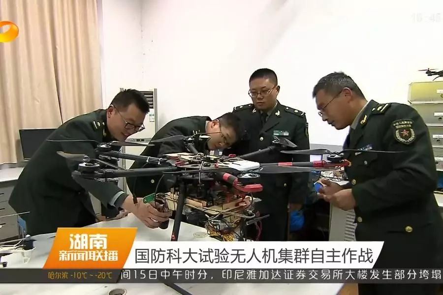 """封闭试验300多天 中国无人机""""蜂群""""震撼出击"""
