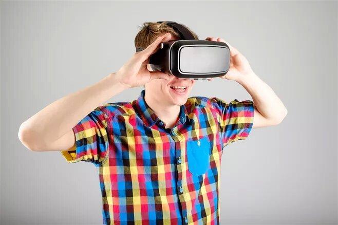 坐上时光机窥探少年的新奇――VR教学初体验