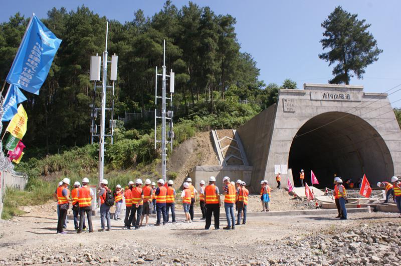 中国铁塔助力渝贵铁路4G满格通畅