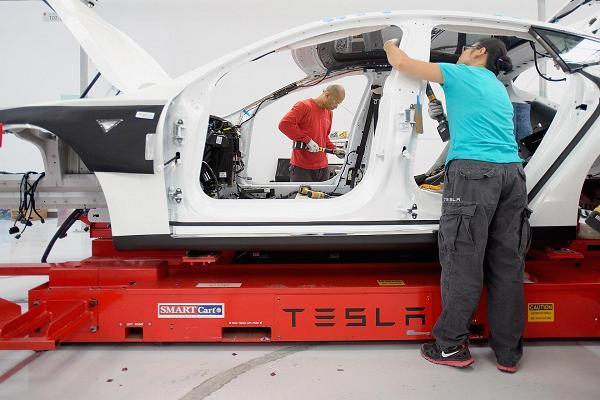 特斯拉再陷困境:十天两起事故 Model 3被曝电池漏洞