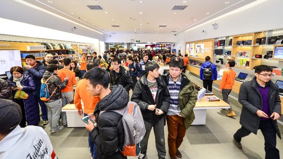 联想引领IT零售变革 全球首家新零售店在京开业