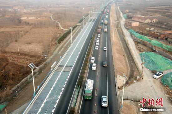 济南警方:光伏高速损坏是车载悬挂物铲切所致