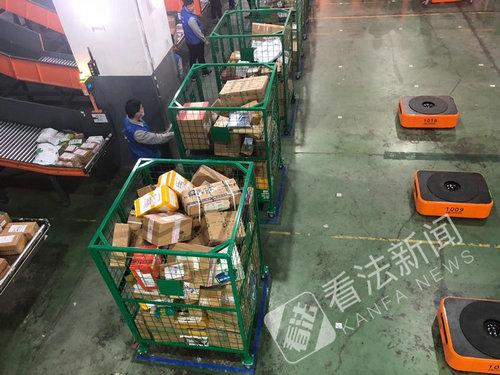 又一家物流有机器人了 载重500公斤可用平板操作