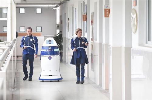 《极客出发》:安防机器人为社会安全保驾护航