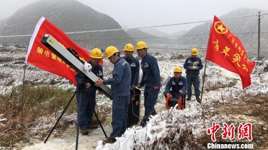广东电网亮出高科技防冰 激光清障仪现身