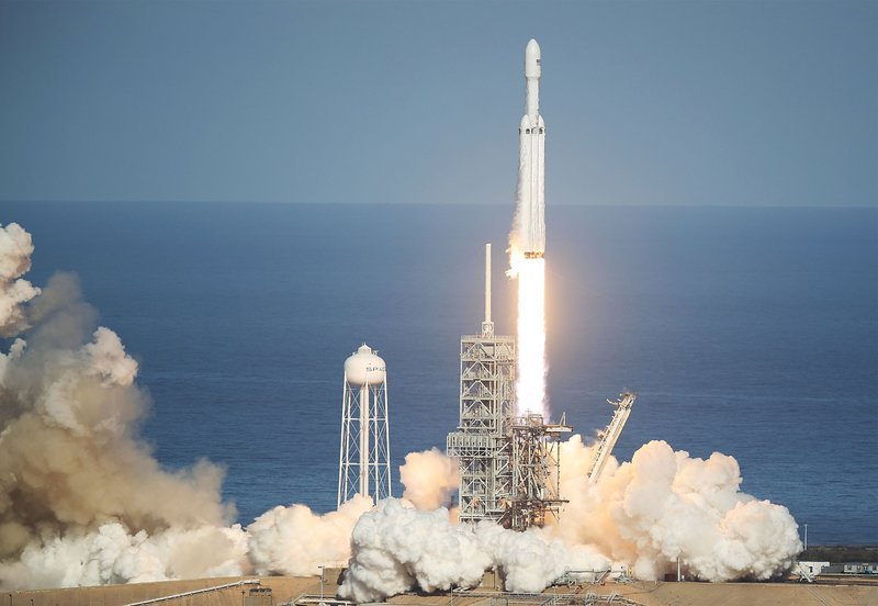 SpaceX 猎鹰重载成功发射,预先留下人类文明可能是这次火箭最大的功劳