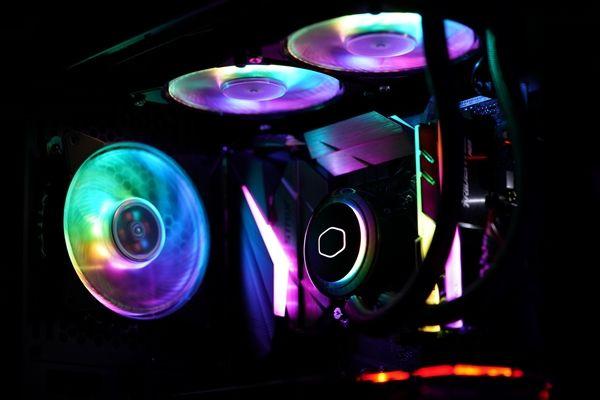 冰神G120/240 RGB水冷:每一颗灯珠皆可独立控制